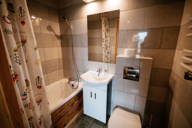 łazienka pokoju 2 osobowego na parterze