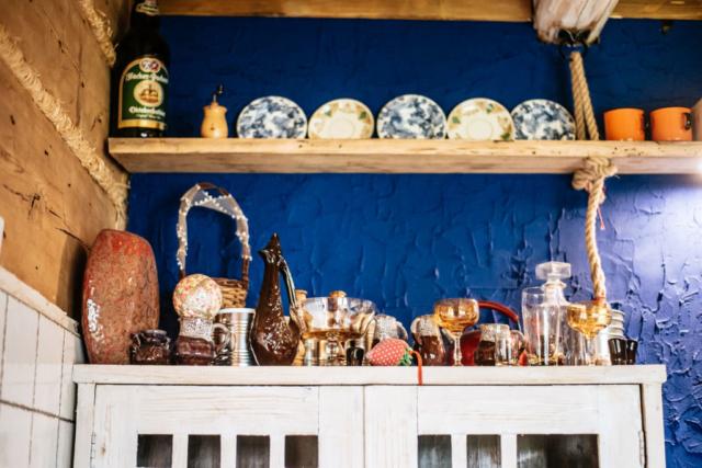ozdoby na kredensie kuchennym