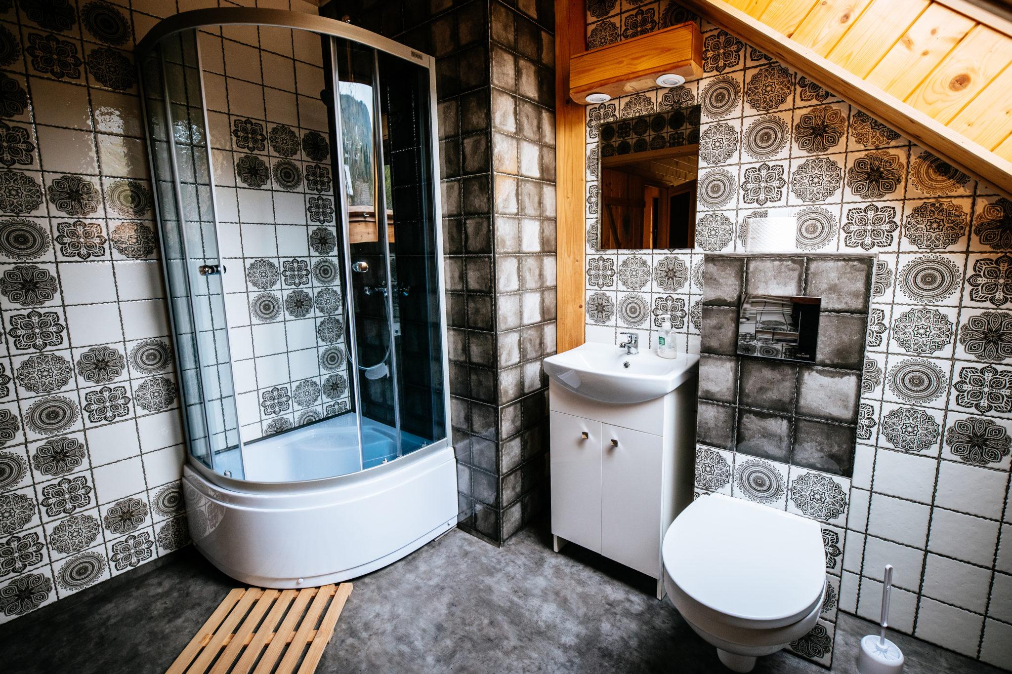 łazienka pokoju dwuosobowego na piętrze