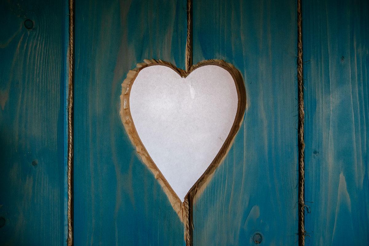 serce w drzwiach